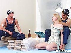 Через Lasciva-милая блондинка, которая любит, чтобы получить doublefuc