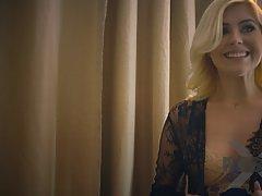 Чувственная блондинка красотка летний день и Мисса собираетесь занятьс