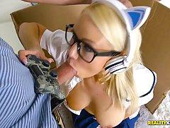 Кайли страницы хотел играть в некоторые игры, но ее парень хотел трахн