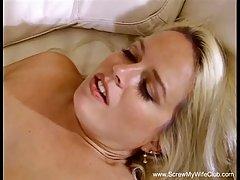 Большой сиськастый блондинка женщина готова и хочет иметь парной секс