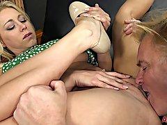Большой сиськастый зрелая блондинка Кэти Морган любит получать трахал