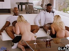 Восхитительная колледж блондинки занимаются сексом с Джет ребята в сер...