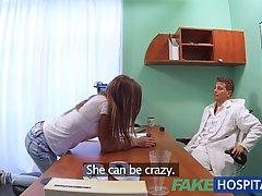 Сексуальный подросток получил трахал трудно в больнице и наслаждался к
